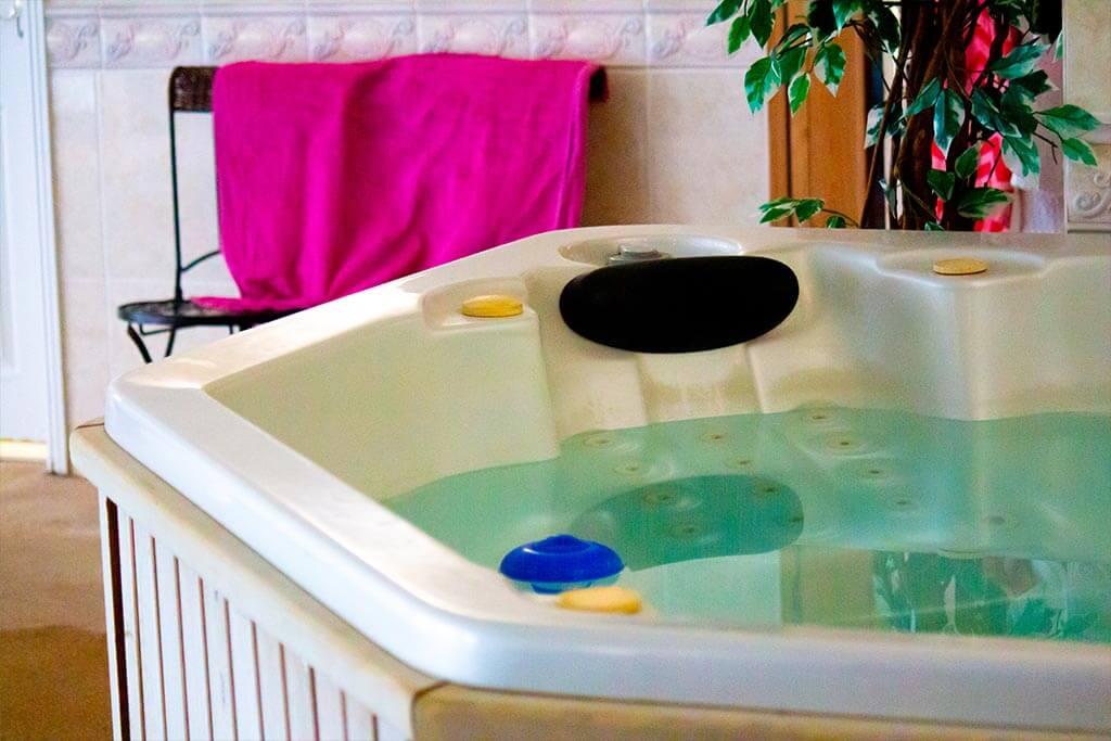 senSI Swim Hot Tub